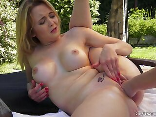 21Sextreme Video: Open-air Fisting